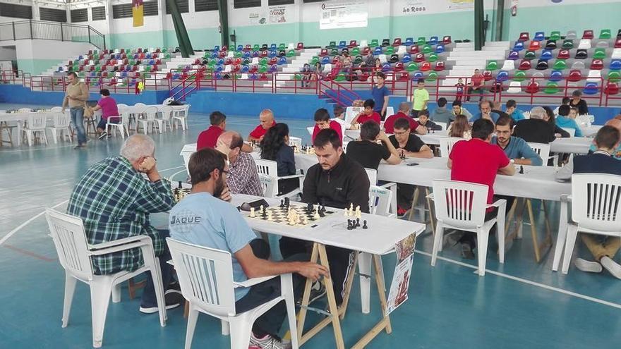 Un total de 60 ajedrecistas se congregaron el sábado y el domingo en el Polideportivo Municipal de Villa de Mazo para protagonizar un torneo de siete rondas, con un ritmo de juego de 10 minutos.