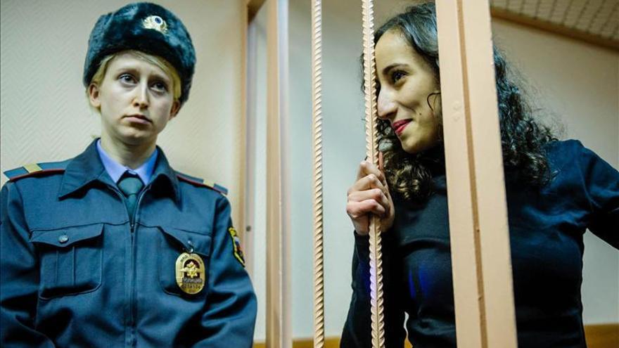 Activista brasileña de Greenpeace, la primera en salir libre bajo fianza