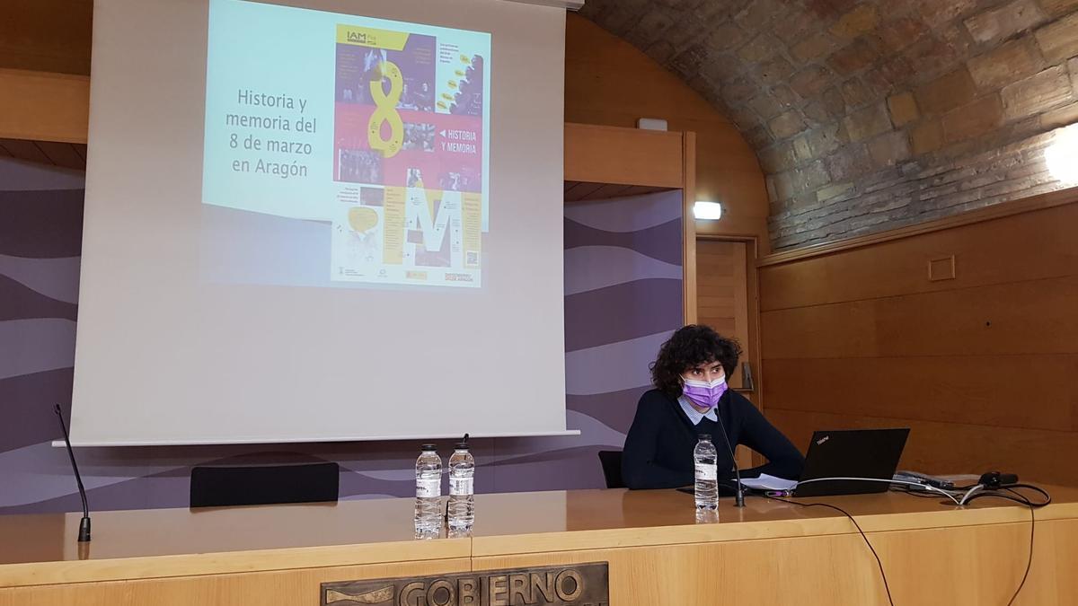La historiadora Sandra Blasco, durante su charla.