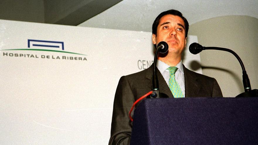 El expresidente de la Generalitat Valenciana Eduardo Zaplana, durante la inauguración del hospital de Alzira, el 9 de febrero de 1999