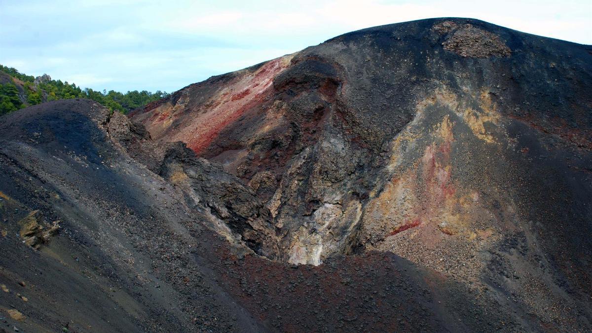 Imagen del cráter Duraznero, en el volcán San Juan, dentro de la Cumbre Vieja de La Palma.