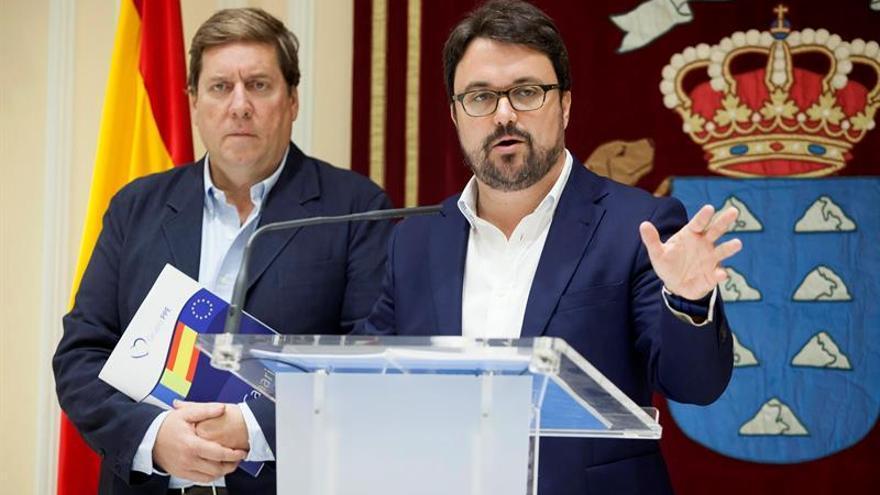 El secretario general del Partido Popular en Canarias, Asier Antona, y el eurodiputado Gabriel Mato. EFE/Ramón de la Rocha