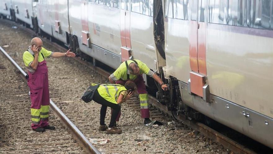 Un muerto y dieciséis heridos en un accidente ferroviario en Barcelona