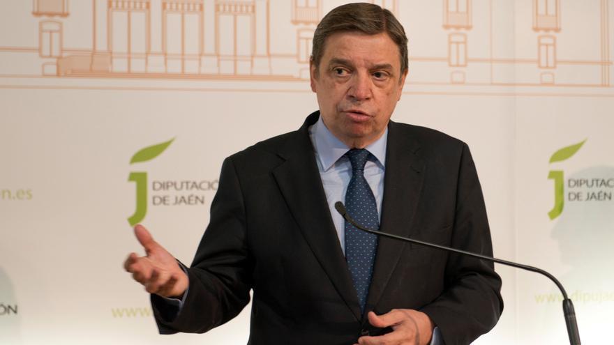 Gobierno y autonomías acuerdan proteger la recogida de la fruta ante la COVID