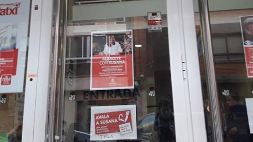 Puerta de la sede del PSOE en la ciudad de Albacete