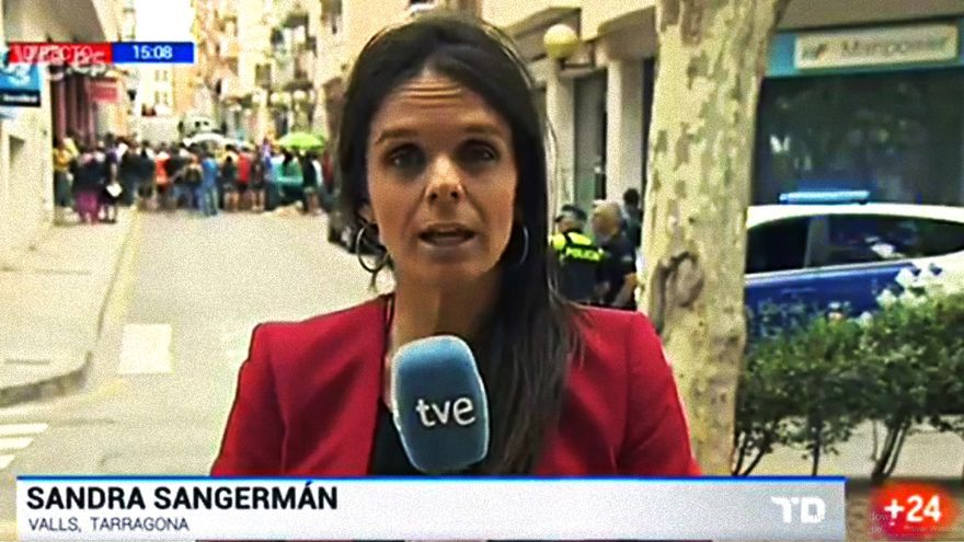 """Tenso directo en el Telediario sobre los registros en Cataluña: """"Están agrediendo a nuestro reportero"""""""