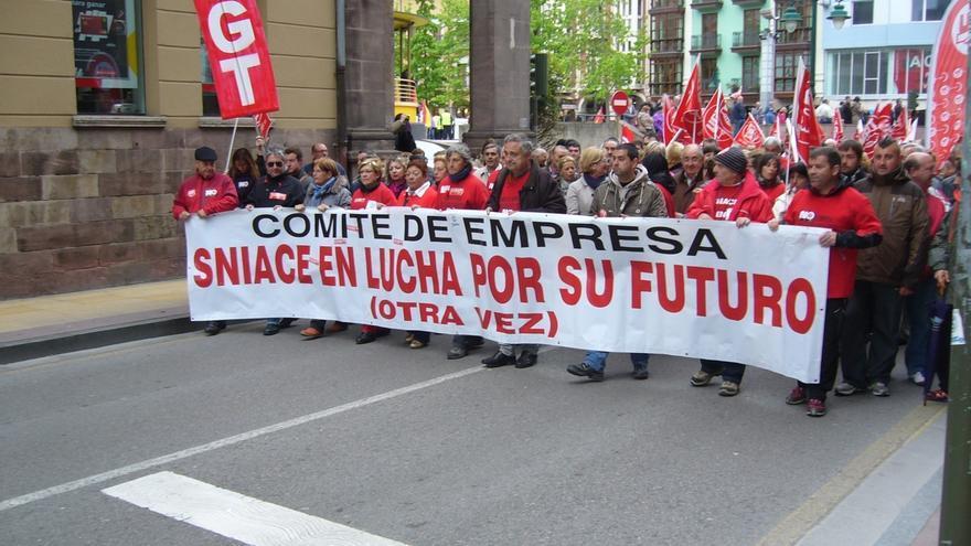 """Plantilla Sniace pide a Gobierno regional que cumpla de forma """"urgente"""" con sus compromisos para facilitar la reapertura"""