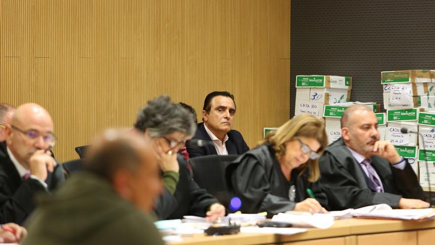 Francisco Valido, al fondo de la imagen. (ALEJANDRO RAMOS)