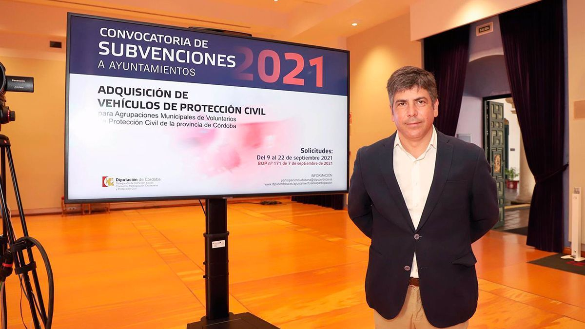 Rafael LLamas presenta la convocatoria de subvenciones para Protección Civil.