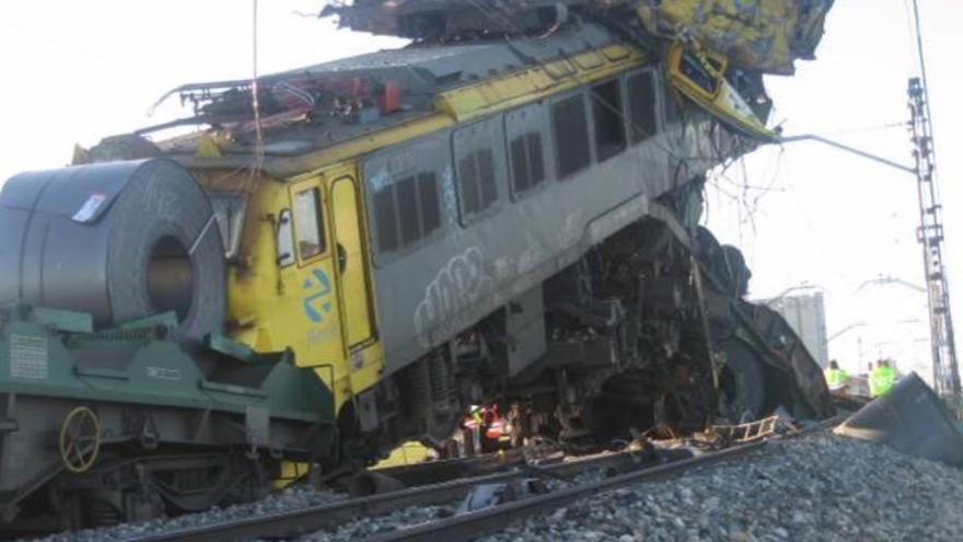 Estado en que quedaron los dos trenes que colisionaron en Arévalo en 2010