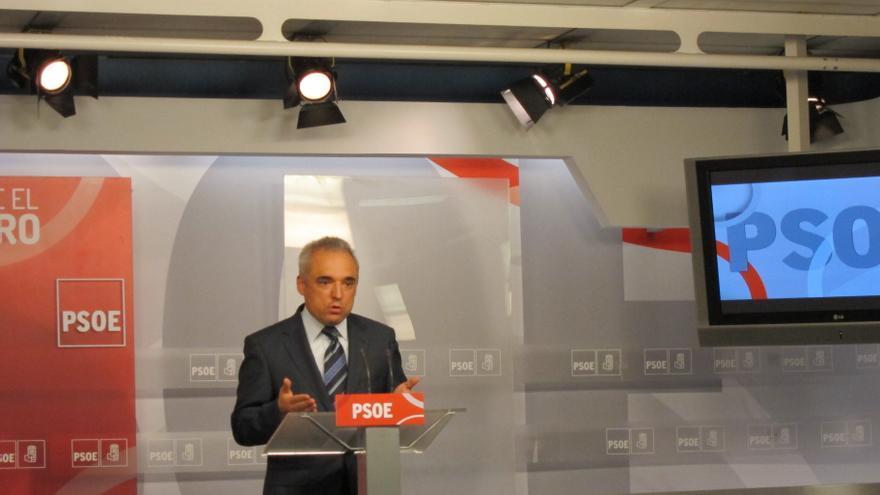 El PSOE se compromete a anular el pago por uso de aseos públicos en Renfe y pregunta si cobrarán las escaleras mecánicas