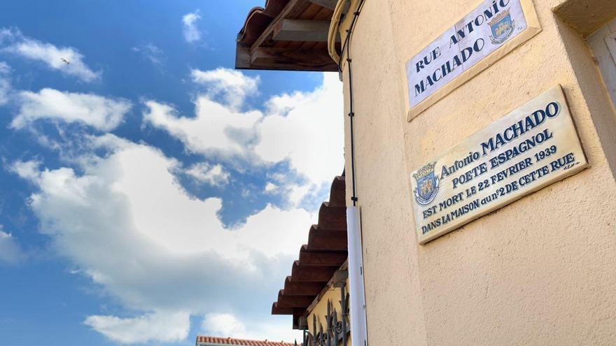 La calle dedicada a Antonio Machado en Collioure que sube por un lateral de la Casa T.H. Quintana