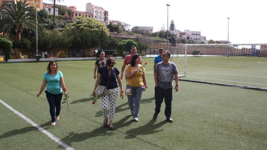 Los candidatos en el campo de fútbol de Agulo