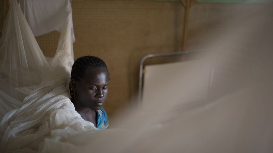 Lea Saramati, de 23 años, madre de cinco hijos. Su bebé, de dos meses de edad, tenía diarrea y vómitos.