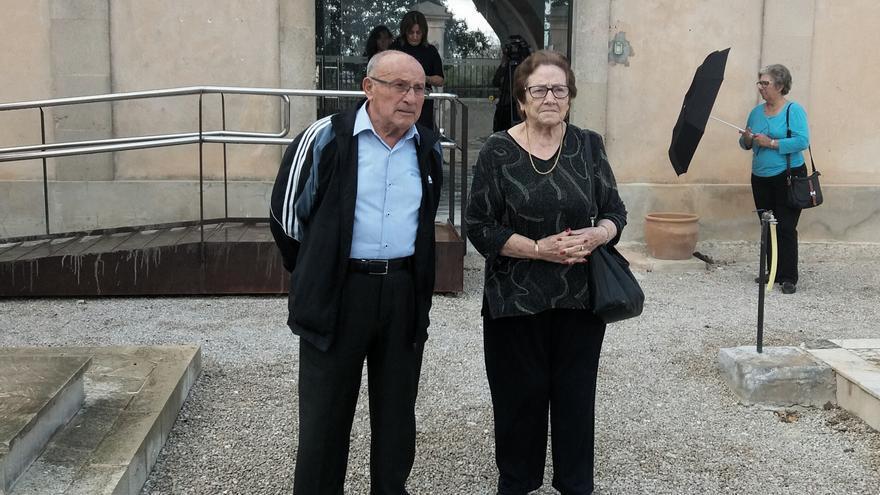 Maria Puig y Tomeu Ballester, hijos de dos republicanos asesinados por los falangistas. Esperan recuperar los restos de sus padres en Montuïri.