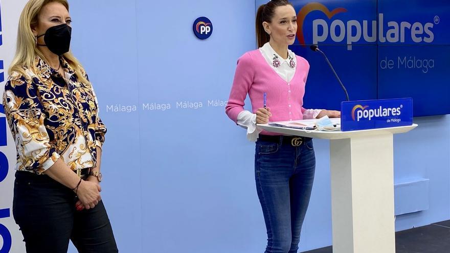 La portavoz municipal del PP, Elisa Pérez de Siles y la diputada del PP Carolina España en rueda de prensa
