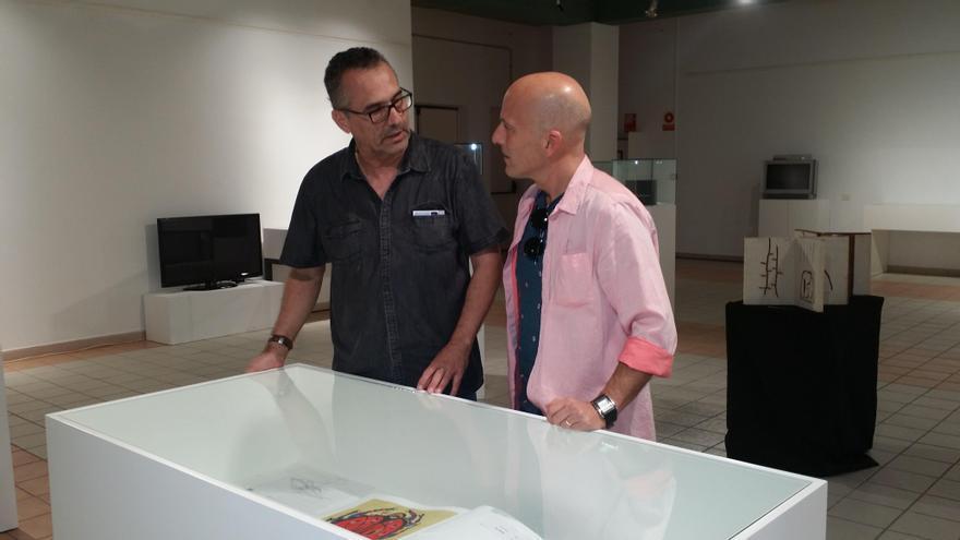Nono Castro Coordinador de Exposiciones y Julio Ojeda Concejal de Cultura del Ayuntamiento de Santa Lucía.