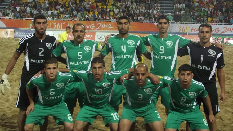 Equipo de fútbol-playa nacional masculino de Palestina durante los Juegos Asiáticos de 2012 en los que ganaron medalla de bronce. Foto cedida por el equipo.