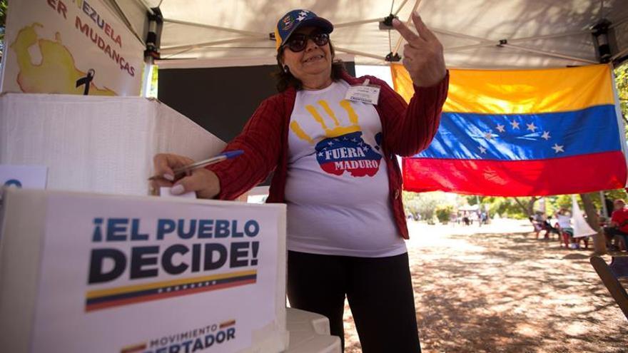 Miles de venezolanos en Brasil se vuelcan en la consulta opositora
