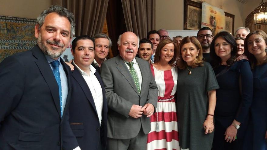A profesionales y responsables del @HUReinaSofia y del @IMIBIC nos ha encantado compartir el #almuerzoBenenéfico de la @FBangassou hoy en el @RealCirculoAmis de #Córdoba.