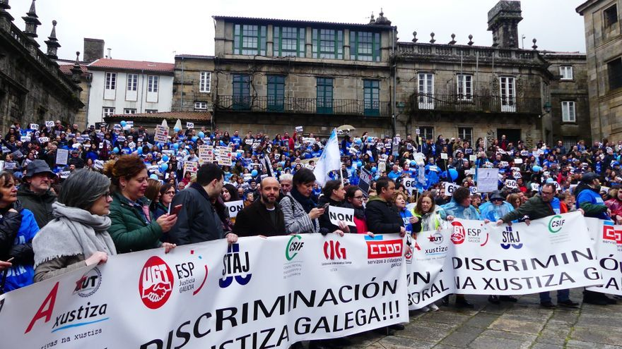 Manifestación en Santiago del personal de la Justicia en huelga en Galicia