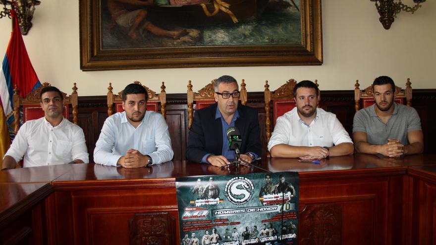 En la imagen, presentación delTorneo de Artes Marciales Mixtas Hombres de Honor 70.