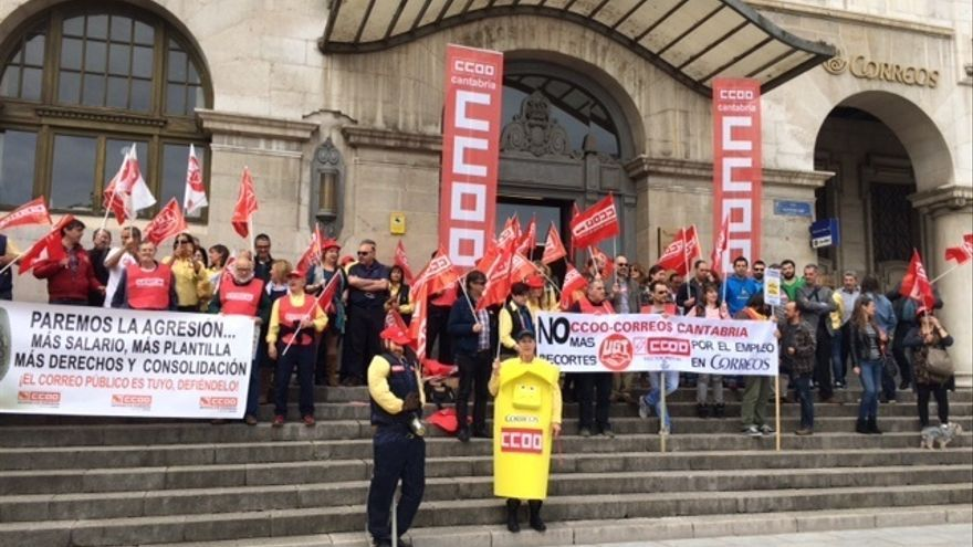 """Trabajadores de Correos afirman que con la plantilla actual en Cantabria es """"imposible"""" realizar el trabajo"""