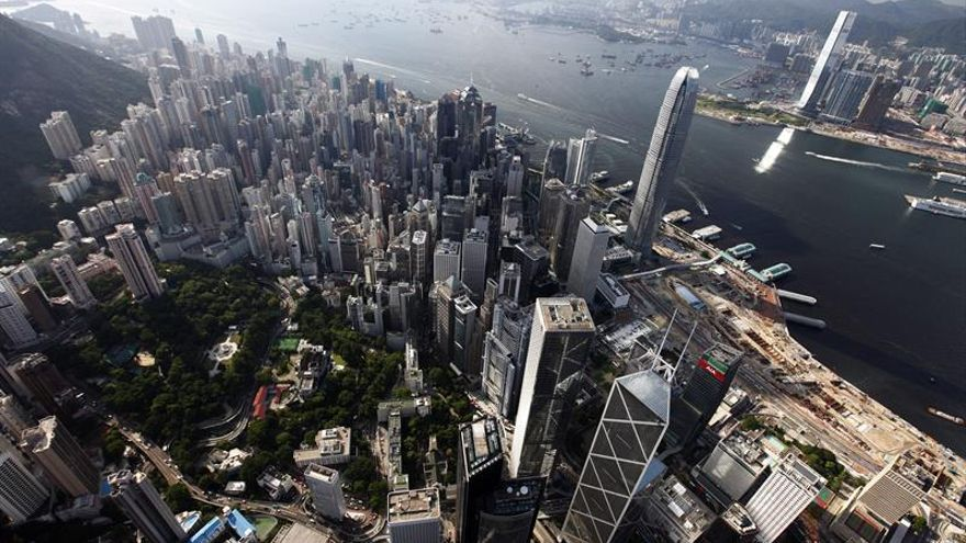 Hong Kong abre con leves ganancias en su primer día de conexión con Shenzhen