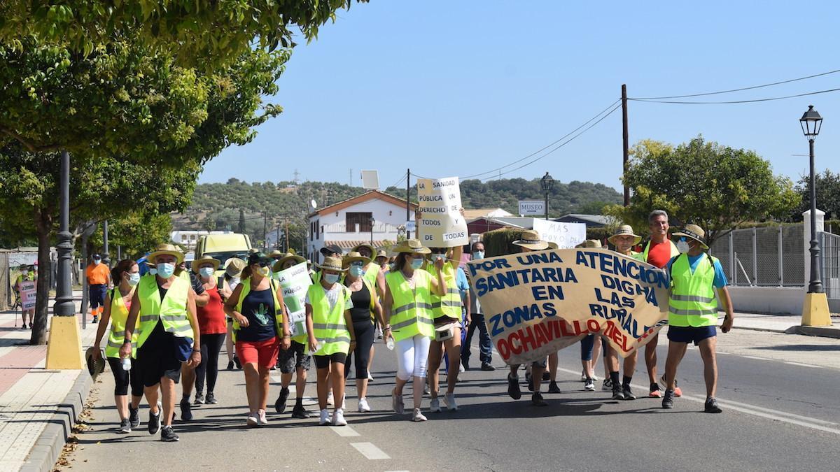 Participantes en la marcha por unos mejores servicios sanitarios en las zonas rurales.