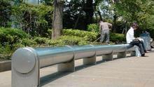 De los bancos tubulares de Tokio a los pinchos de Toronto: siete postales de arquitectura contra las personas sin techo