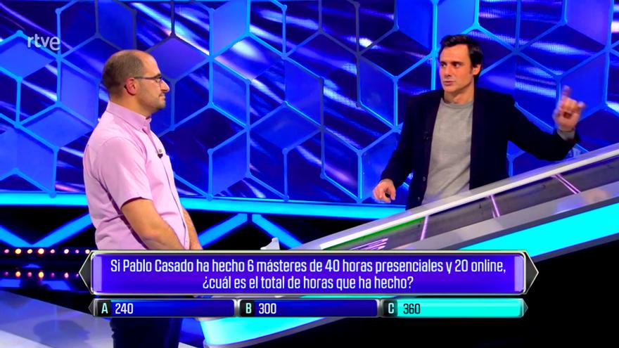 'El Cazador' de TVE pide perdón por hacer una pregunta sobre los másteres de Pablo Casado