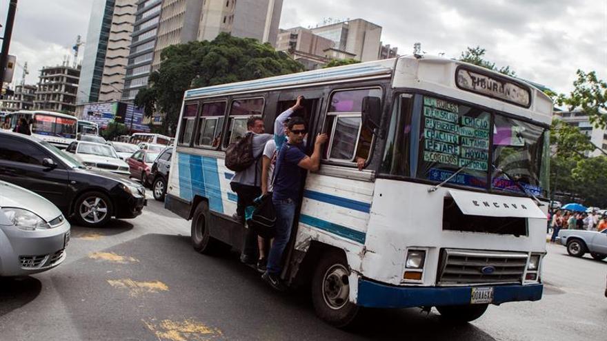 Precios de pasajes suman más dificultades a festejos navideños en Venezuela