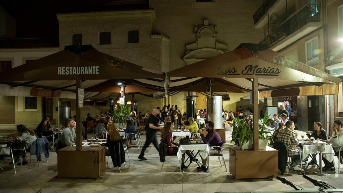 Terraza de un restaurante en la plaza Cristo del Rescate de Murcia. EFE/Marcial Guillén/ Archivo