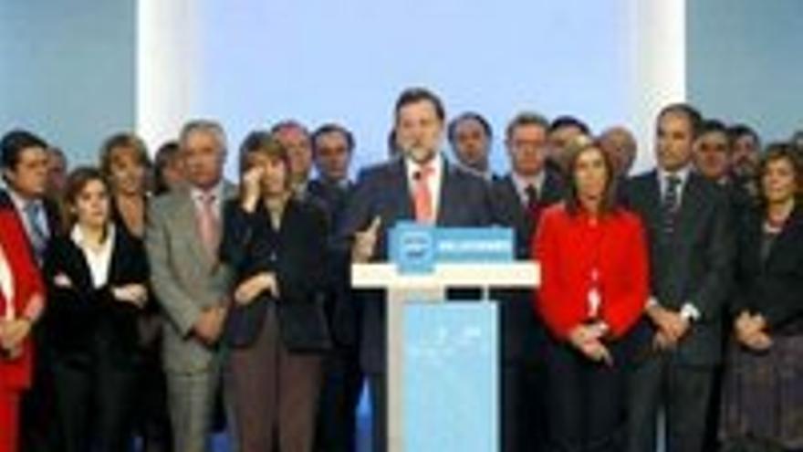 Rajoy, arropado por la cúpula del PP en la rueda de prensa del 11 de febrero de 2009.