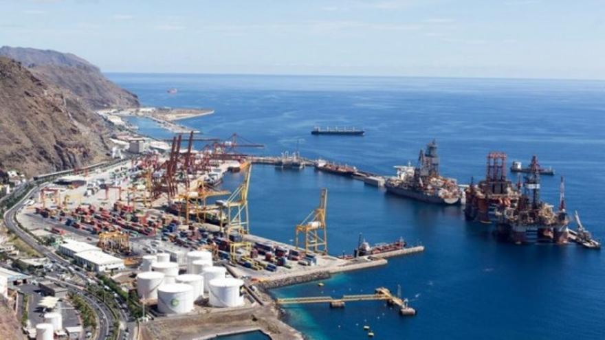 Área de atención a los buques portacontenedores, en Santa Cruz