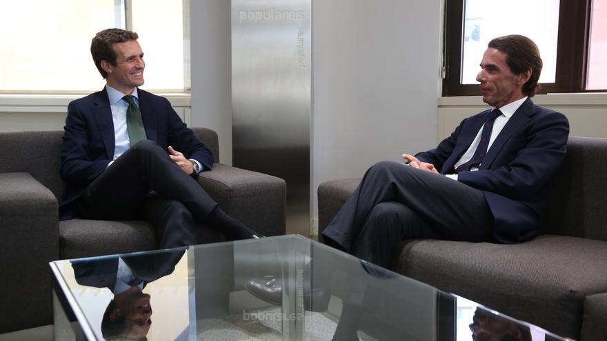 Reunión entre Pablo Casado y José María Aznar, este martes, en Génova.