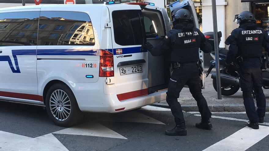 Una patrulla de las nuevas PRI, en una intervención tras una reyerta en el centro de Vitoria
