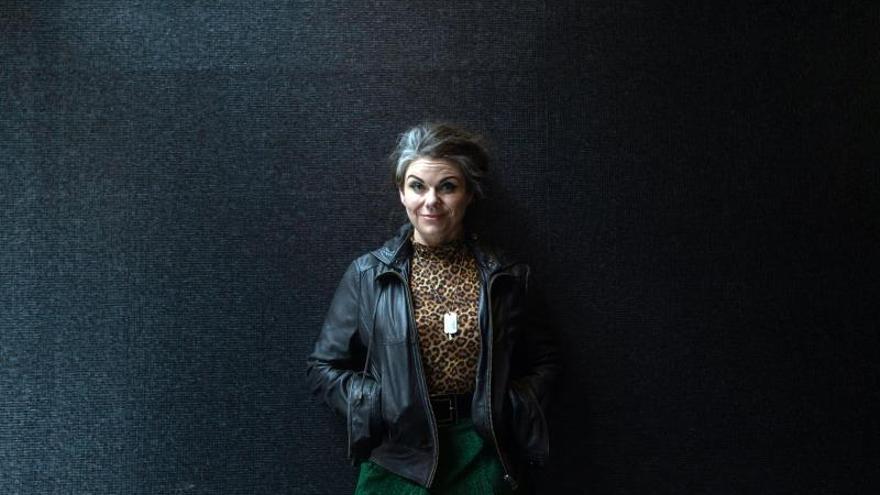 """La escritora y periodista Caitlin Moran presenta su nueva novela: """"Cómo ser famosa"""""""