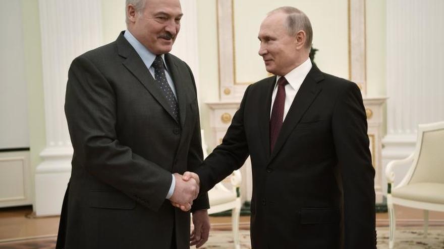 Putin y Lukashenko se reúnen por segunda vez en cinco días para cerrar la crisis
