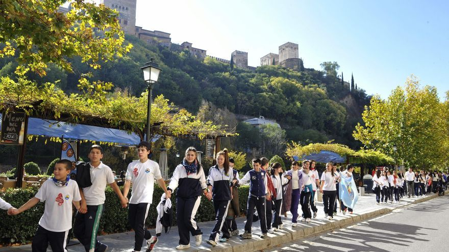"""Granada """"abraza"""" al Albaicín para celebrar el Día del Patrimonio Mundial"""