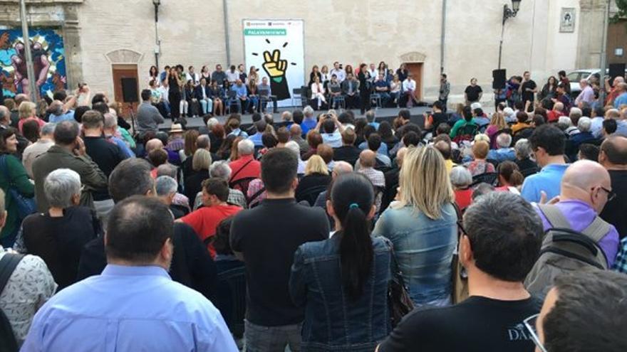 """Acto de la coalición """"A la Valenciana"""" en la plaza del Pilar, en Valencia."""