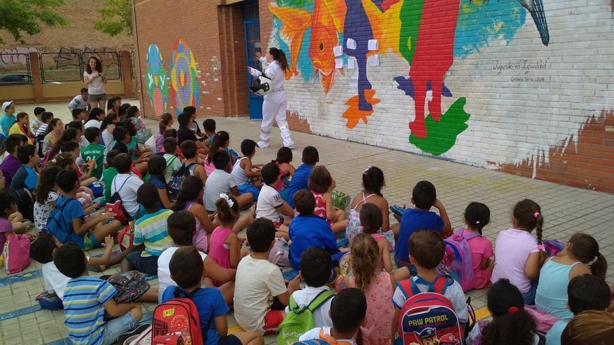 Ocio saludable, deporte y cultura en las escuelas de verano del Polígono Sur, a las que acuden más de 800 niños