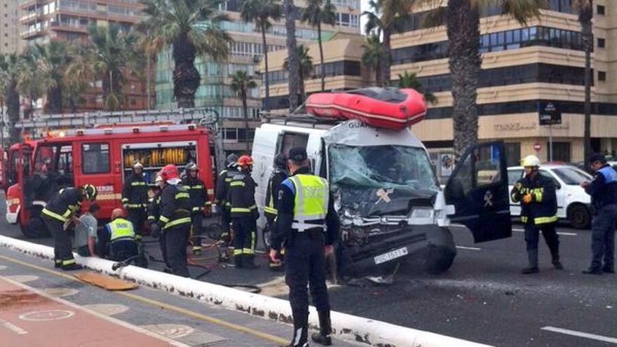 Accidente en la Avenida Marítima de Las Palmas de Gran Canaria. (TWITTER DE LA POLICÍA LOCAL)