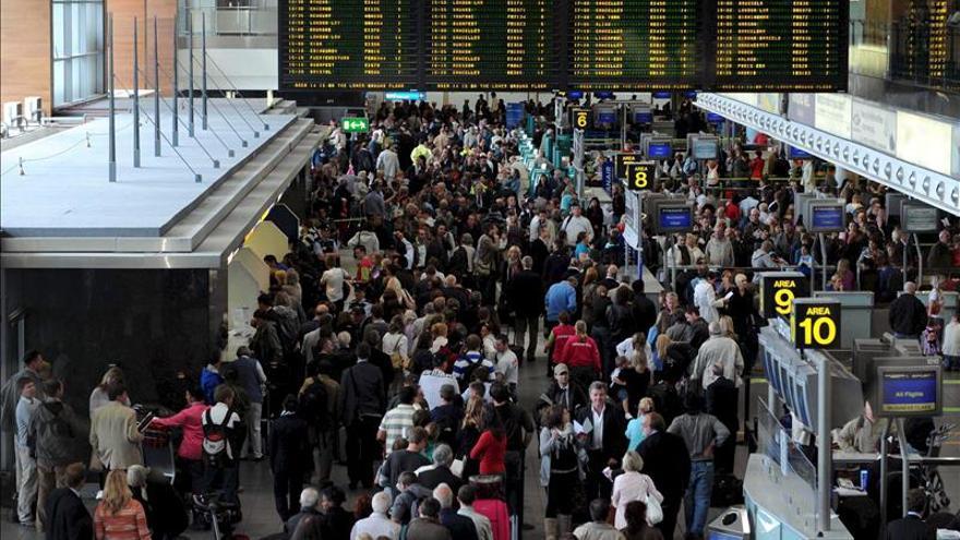 Evacuada una terminal del aeropuerto de Dublín al saltar la alarma de incendio