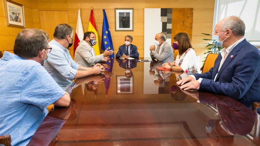 El presidente de Cantabria, Miguel Ángel Revilla, y los consejeros de Industria,  Javier López Marcano, y de Empleo, Ana Belén Álvarez, se reúnen con el comité de empresa de Forjas de Cantabria