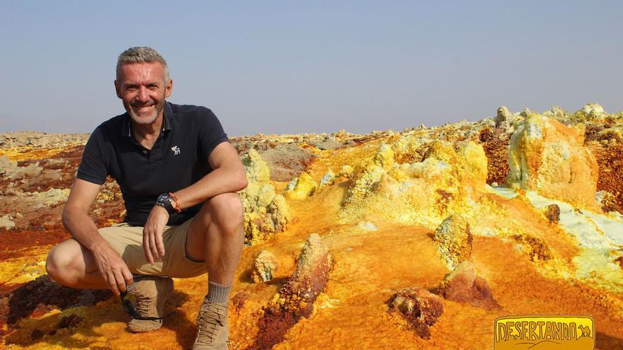 Carlos Conde en el desierto del Danakil.