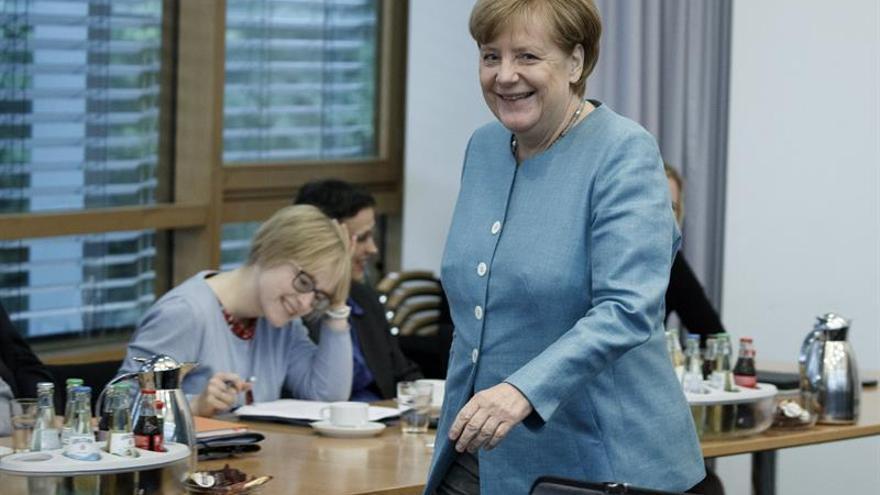 Merkel ratifica su apuesta por un tratado de libre comercio de la UE con EEUU