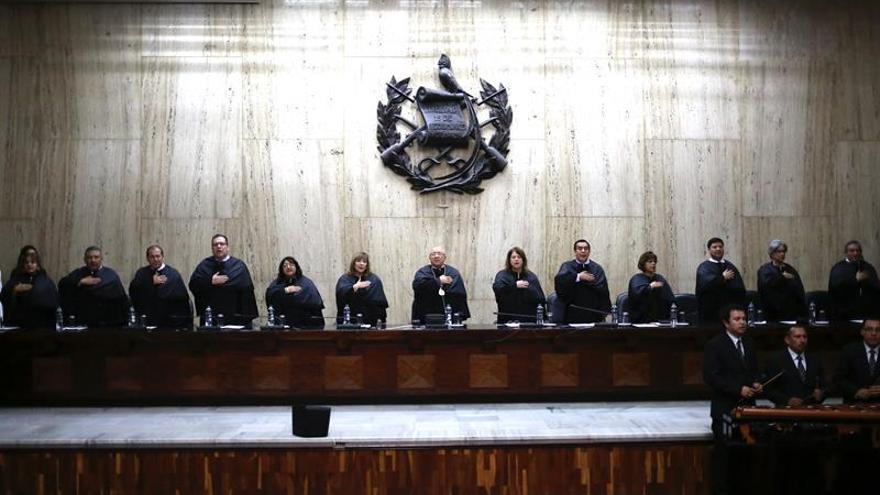 Incertidumbre sobre la eventual retirada de la inmunidad al presidente de Guatemala