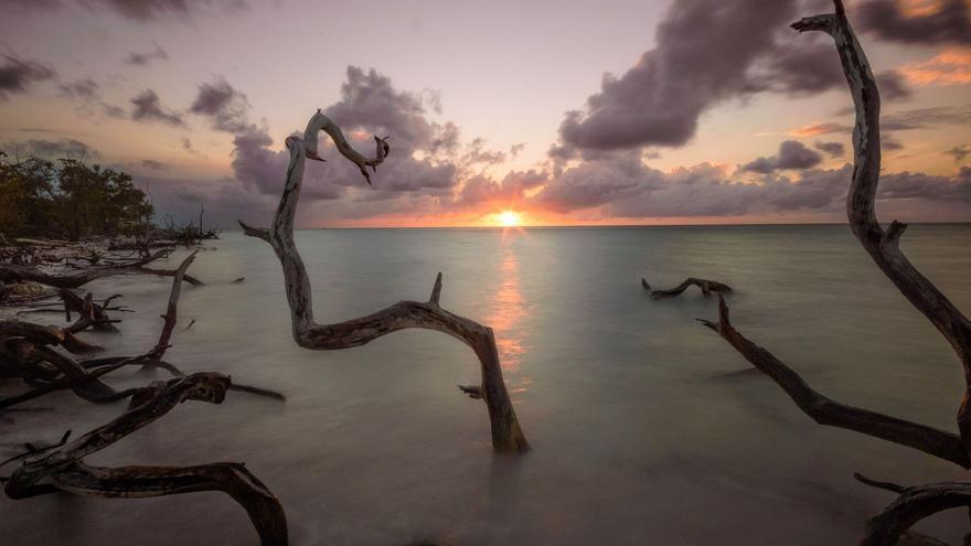 Atardecer desde los manglares del Cabo Jutias, en Cuba, Capture the Atlas