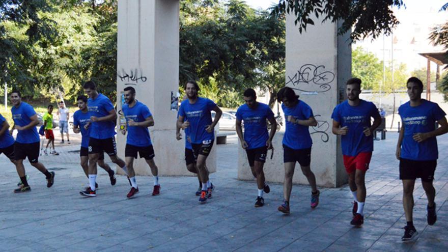Los jugadores del Córdoba BM, en el inicio de su pretemporada.   CÓRDOBA BM